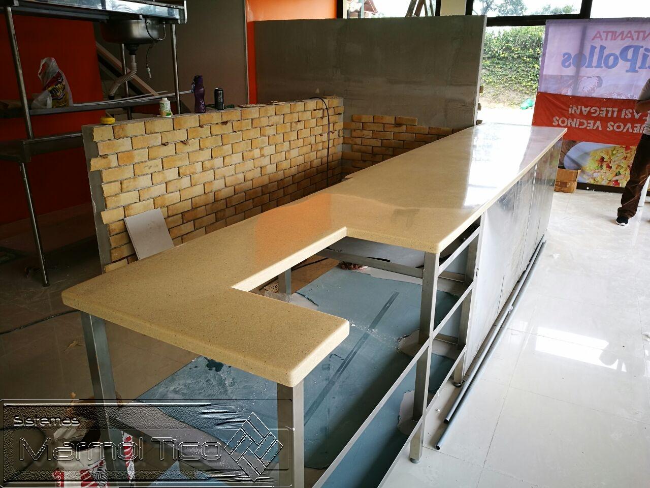 Proyectos sobres de granito sint tico y natural for Revestimiento sintetico para banos