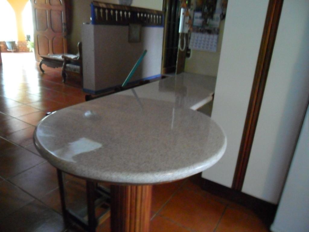 Desayunadores sobres de granito sint tico y natural for Cosas hechas con marmol