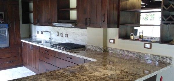 Sobres de granito sint tico y natural sobres de cocina for Revestimiento sintetico para banos
